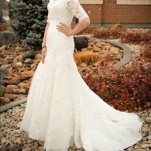 Size 2/4 lace wedding dress